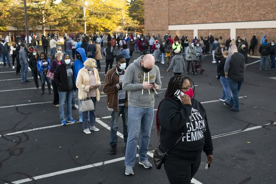 Early voters line up in Ohio